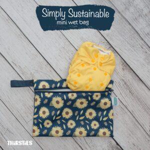 le mini sac étanche thirsties est parfait pour les sorties! Pour stocker 2-3 couches lavables ou pour ranger des produits qui risques de fuire