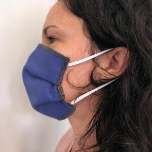 Ce masque en tissu limite la transmission de vos postillons et améliore vos gestes barrières en diminuant la transmission par contact main-bouche.
