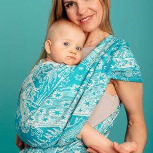 écharpe d e portage physiologique en coton et soie. Douceur du portage physiologique, promenade et confort. Portebébé sling noeud